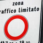 Traffico limitato road sign